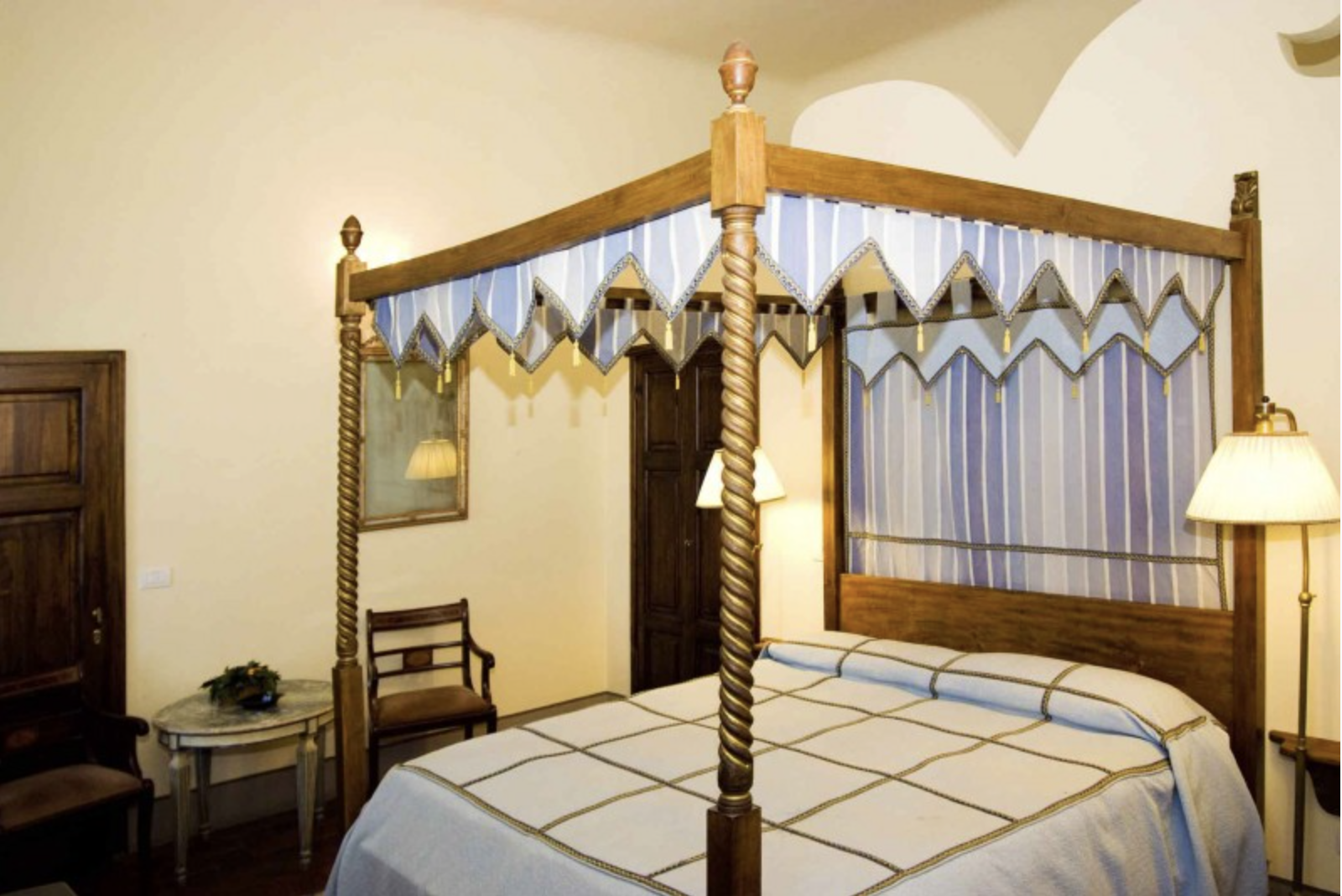 Canopy bed - Letto a baldacchino